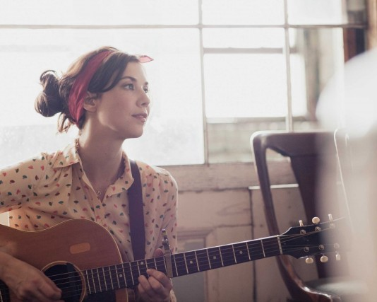 Lisa Hannigan announces new single and tour with Richard Hawley