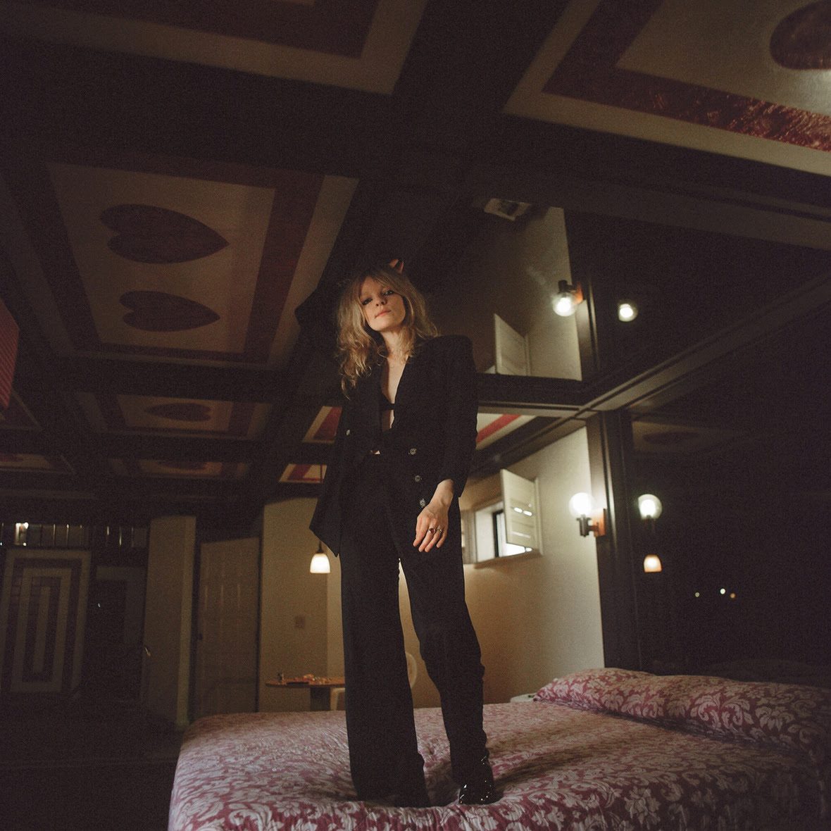 NEWS: Jessica Pratt shares 'Poly Blue' & UK Dates in March